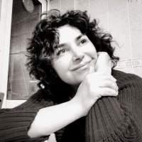 """""""İmgesini güzelleştiren"""" kadınlar: Zeynep Uzunbay'la """"Çoğunluk Dersleri"""" üzerine bir söyleşi"""