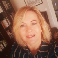 YARI AÇIK | Suzan Bilgen Özgün
